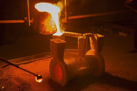 investment casting molten alloy.png.jpg